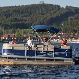 With an electric boat across Lake Lipno